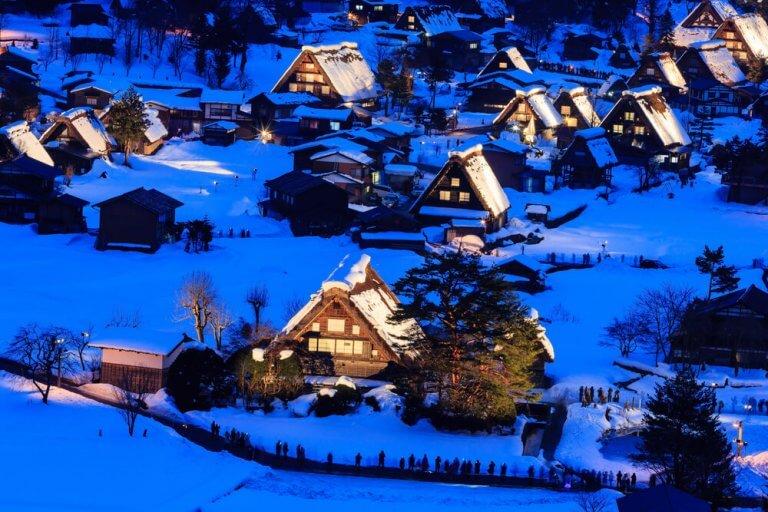 แนะนำสำหรับการท่องเที่ยวญี่ปุ่นในฤดูหนาว! จุดวิวสวยทั่วประเทศช่วงฤดูหนาว 13 อันดับที่ไปได้โดยรถไฟหรือรถบัส (ปี 2019-2020)