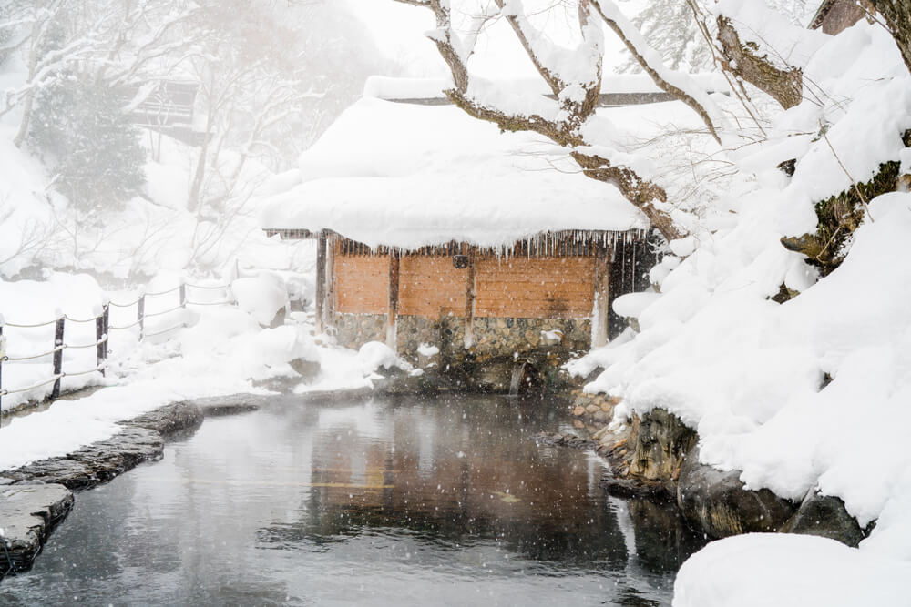 ต้องลองไปดูซักครั้ง! – Takaragawa Onsen Ousenkaku (ทาการะกาว่า ออนเซ็น โอเซ็นคาคุ) – บ่อน้ำพุร้อนกลางแจ้งที่พร้อมให้คุณดำดิ่งไปกับธรรมชาติที่ยิ่งใหญ่