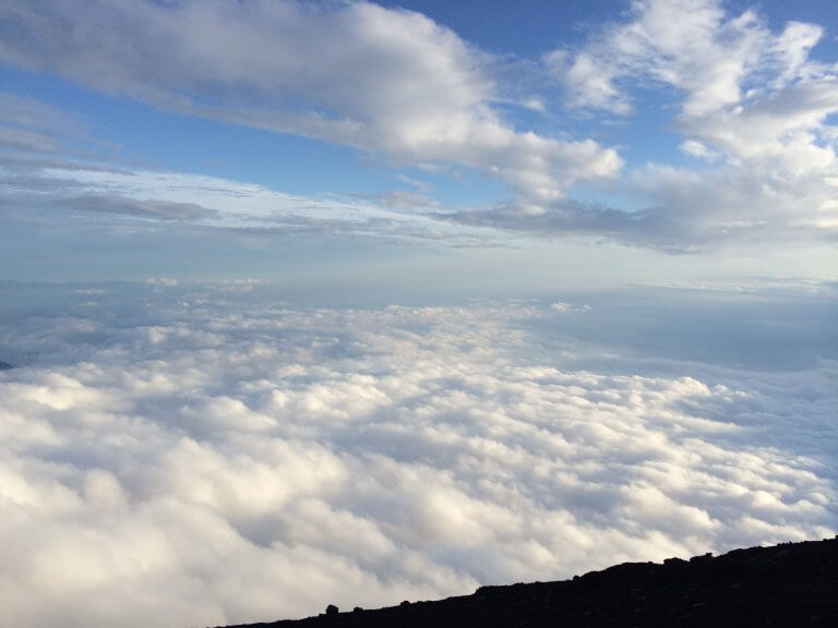 มีอะไรบนยอดภูเขาไฟฟูจิ ?